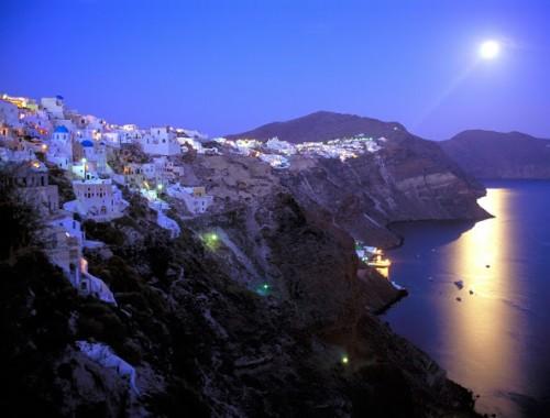 Moonrise-Over-Santorini-Greece1-1024x768